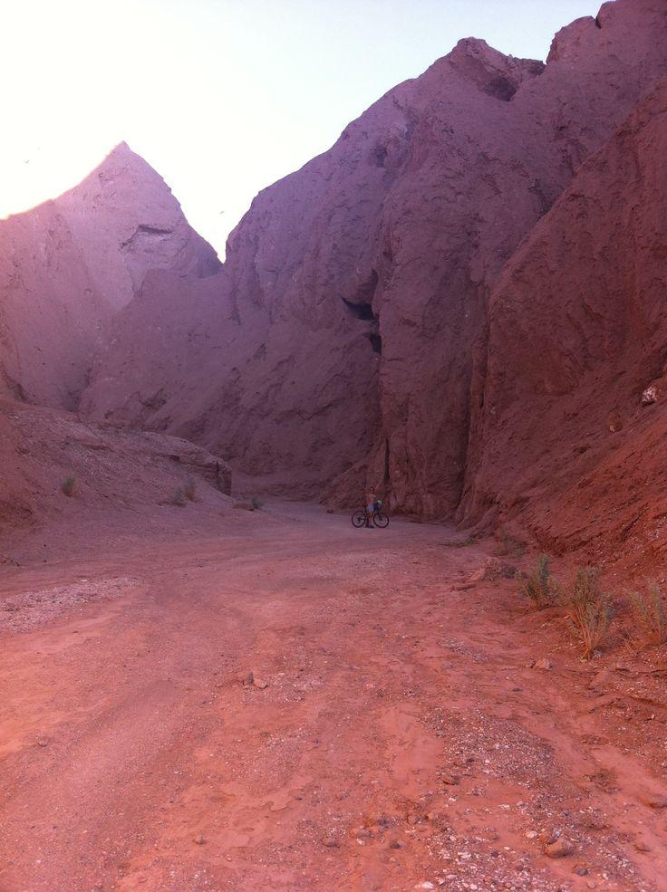 La garganta del diablo, esto lo haces en bicicleta. San Pedro de Atacama, Chile