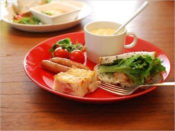 朝食やブランチのプレートにティーマのマグカップはいかがでしょう? ドリンクだけではなく、スープマグとしても使えます。