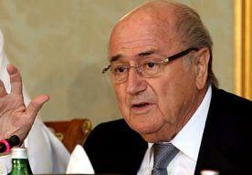 20-Nov-2013 17:54 - BLATTER: 'SITUATIE IN QATAR ONDRAAGLIJK'. Sepp Blatter heeft zich woensdag voor het eerst in niet mis te verstane bewoordingen uitgelaten over de (werk)omstandigheden in Qatar, waar in...