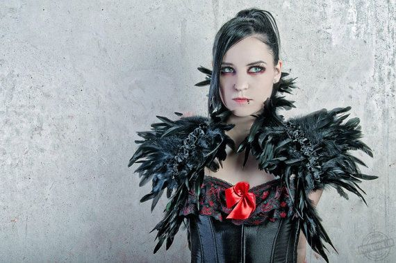 Goth feather shoulder wrap shrug in black van DeadDollsShop op Etsy, €82.50