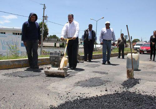 Inicia Alcalde Francisco Román Sánchez bacheo en Zacatelco
