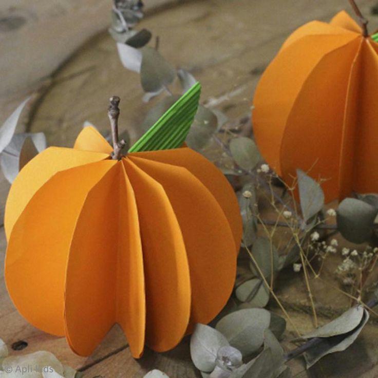 Realiza bonitas calabazas decorativas de papel para Halloween. Este tuto de Apli kids es muy fácil de hacer y te permitirá pasar un agradable momento creativo con tus pequeños.