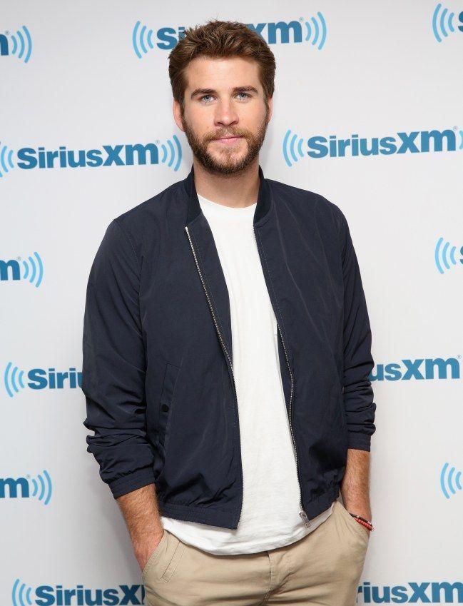 Hermano de superhéroe, ex-novio de Miley Cyrus y guapo a rabiar, el australiano es nuestro hombre de la semana.  #hombres #guapos #sexys