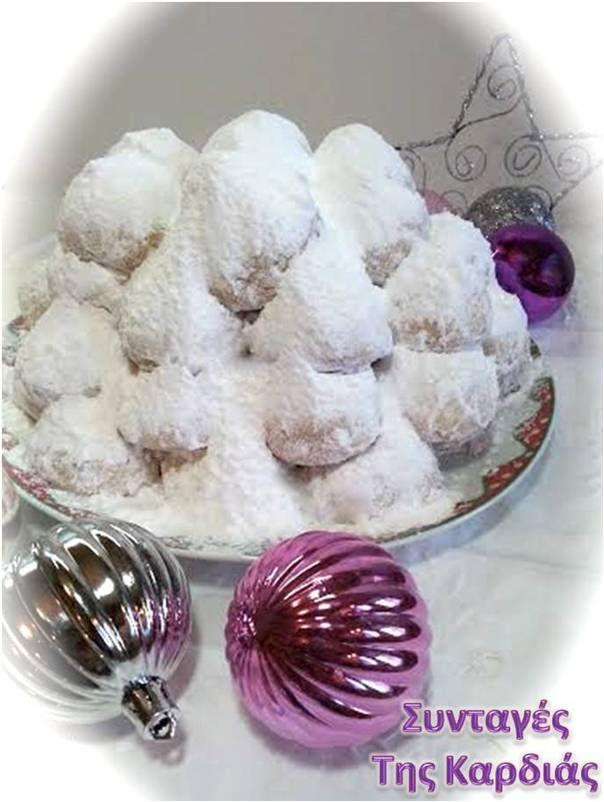 Όπως κάθε χρόνο έτσι και εφέτος τις Γιορτές θα φτιάξουμε κουραμπιέδες!  Ζαχαροαχνισμένους, βουτυράτους, με αμύγδαλο, καρύδι ή σκέτους.  Οι ...