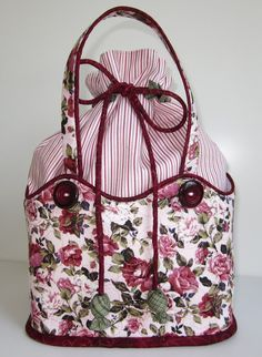 Lapp Cut: Bags so beautiful.Site has a translation key so you can get the directions to make this bag.