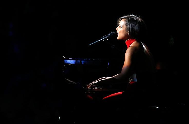 Алиша Киз выступает на благотворительном концерте «12.12.12» в нью-йоркском Мэдисон-сквер-гардене. © Lucas Jackson/Reuters