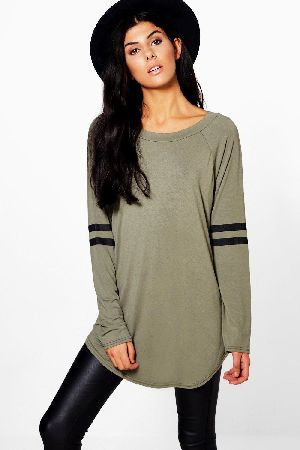#boohoo Long Sleeve Base Ball Tunic - khaki DZZ92821 #Long sleeve baseball topSporty basics are our go-to right now, so this striped top is a winner! Team yours with leather-look leggings and slip on flats. Savannah is 57 and wears UK size 10 Soft stretch jersey Boat necklineStripe arms Curved hem Longline Regular fit