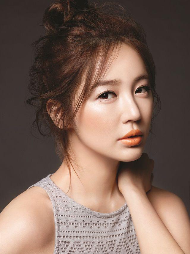 Yoon Eun Hye | gorgeous skin | MAC lipstick
