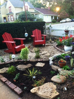 I'm happy with how my little pea gravel sitting area is turning out.