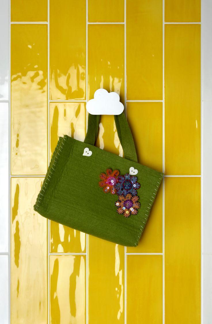 Tonalite collezione Joyful40, 10x40, 13 colori lucidi su superficie strutturata. Qui neL colore Mango.Tiles, piastrelle, ceramiche, ceramica, walltiles, floortiles, rivestimento, pavimento, metrotiles, subwaytiles