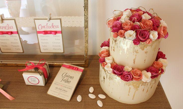 Set Matrimonio fucsia, corallo e oro. Torta porta-buste, partecipzaione di nozze e scatolina per bomboniera.