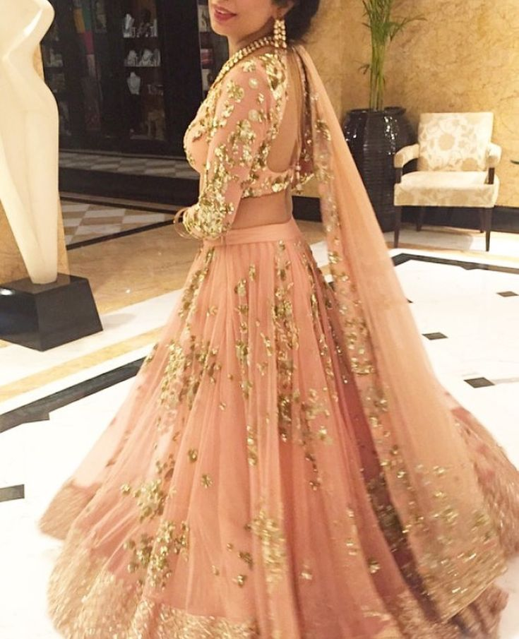 Peach #lehenga with gold details for an #indianbride #indianwedding #shaadibazaar
