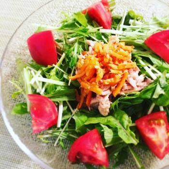 サラダは、脇役にもメインにもなり得る、バラエティー豊かな料理の一つです。また、おいしいサラダを作るには、旬の食材を使ったり、色合いを工夫するのもポイントです。今回は1週間の流れの中で、体も心も元気になるおすすめサラダレシピをご紹介していきます。