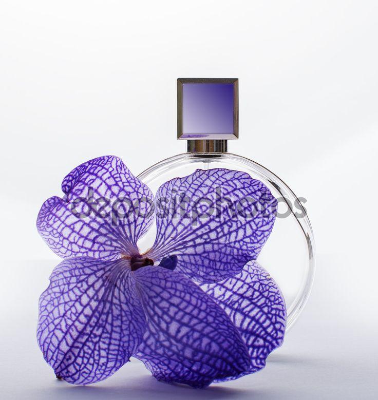 Perfume e delicadas orquídeas roxas
