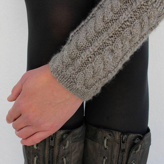 Und noch ein Paar #Stulpen. #Gestrickt im #Zopfmuster aus 100% reiner #Schurwolle (und diesmal #nurfürmich) Die #Gratisanleitung gibt es im #Strickblog auf www.maschentext.de //#Verliebt #verzopft #warmeingepackt // #knitstagram #instaknit #knittersofig #shareyourknits #strickliebe #instastrikk #knittersgonnaknit #knittersofig #knitlove #yarnlove #strickenmachtglücklich #knitted #knitaddict #knitpro #strikkedilla #igknit #instastrick #handknit #crafts #selbstgemacht #selbstgestrickt