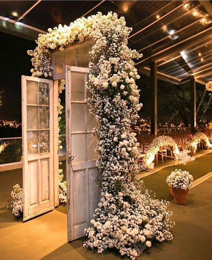 Wedding entrance http://nancyemilfreelance.wixsite.com/nancys-events