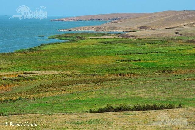 Complexul lagunar Razim – Sinoe, o componenta a rezervatiei, este situat in sudul Delta Dunarii si ocupa o suprafata totala de cca 1145 km2 din care suprafata lacurilor este de 863 km2.  http://www.info-delta.ro/delta-dunarii-17/complexul-lagunar-razim---sinoe-97.html