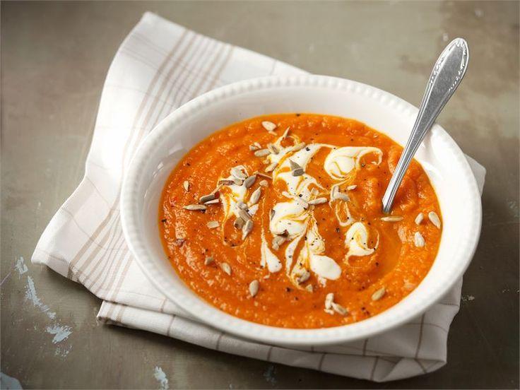 Itämainen kurpitsakeitto sopii loistavasti syysiltoihin. Chili, inkivääri ja sitruunaruoho antavat keitolle yllättävää potkua. #valioreseptit
