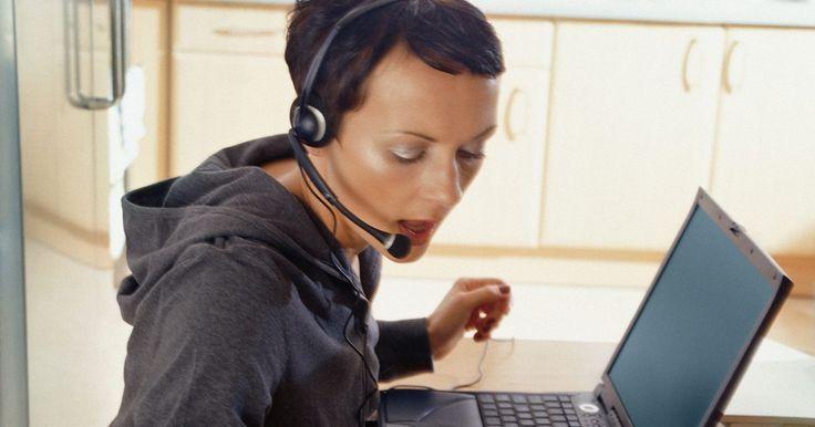 Cómo probar el micrófono de tus auriculares. Si quieres probar el micrófono de tus auriculares, puedes usar tu computadora. Apple y PC tienen diferentes maneras de hacer esto. La PC tiene un grabador de muestra, en la que puedes hablar por el micrófono y grabar el sonido. Las Mac tienen algo similar, aunque se puede abrir un programa para ver en la pantalla si el micrófono está funcionando. ...
