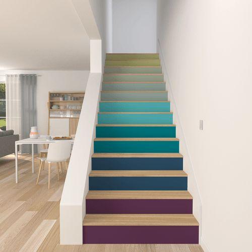 escaliers avec dégradé de couleurs en peinture