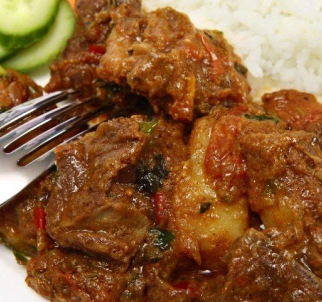 Recept Indický hovězí guláš.......... http://www.receptnajidlo.cz/recepty/indick%C3%BD-hov%C4%9Bz%C3%AD-gul%C3%A1%C5%A1