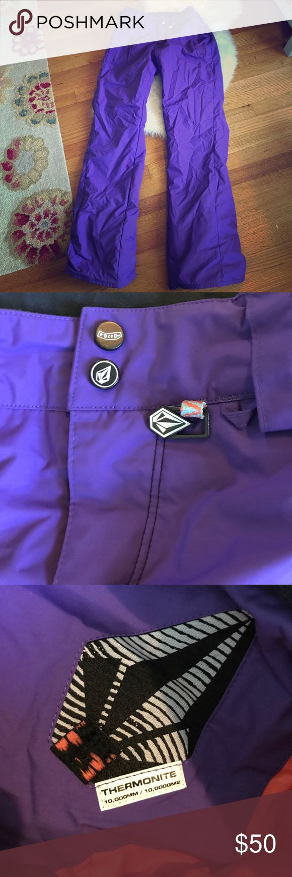 Volcom thermometer waterproof snowboarding pants Like new. 10,000MM/ 10,000GM2 cold protection. Waterproof. Boot hooks. Belt loops. Boot leg Volcom Pants