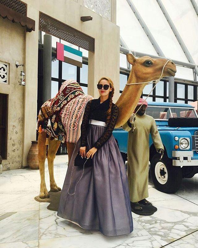 믿고보는 우리 단골고객님 사진✌ 이번엔 두바이에요! 블루문저고리와 은매화치마입니다  #모란나비한복 #모란나비 #한복 #hanbok #생활한복 #전통한복 #데일리한복 #한복여행 #한복입고여행 #레이스저고리 #레이스한복 #두바이