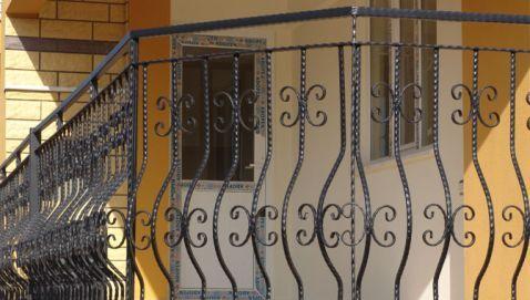 S.C. FLY - FOX S.R.L. - Modele balustrade, scari si balcoane din fier forjat - Model: 77BSB205 - Confecţionăm la comandă porţi, garduri, balustrade, scări. Societatea noastă stă la dispoziţia micilor întreprinzători sau a revânzătorilor prin fabricarea de elemente din Fier Forjat sau amprentarea de ...