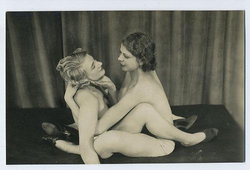 Nude Lesbian Woman 25