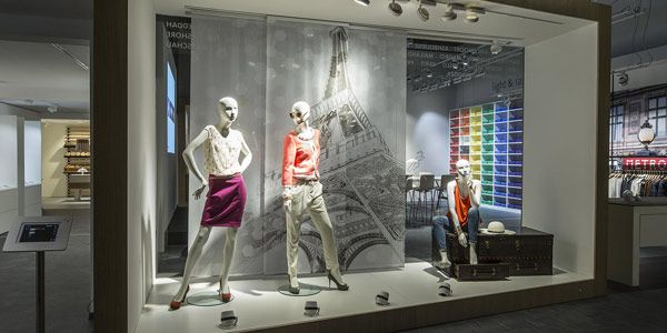 Nel nostro #showroom potete sperimentare l' #illuminazione #LED e gestire vari scenari con #luci e #colori diversi http://ow.ly/XpSw30bEPMV #Oktalite - Servizi - Showroom
