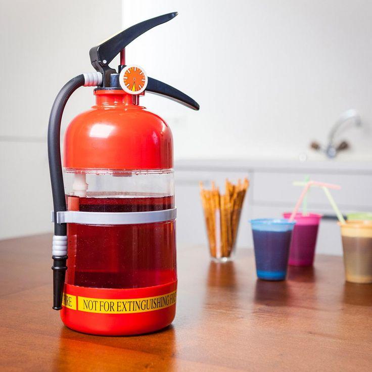 Getränkebehälter im Feuerlöscher-Design