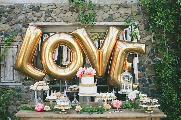 These jumbo L O V E balloons will add a little extra sugar to your dessert table :) Photo: One Love Photography. | http://emmalinebride.com/decor/giant-letter-balloons-weddings/