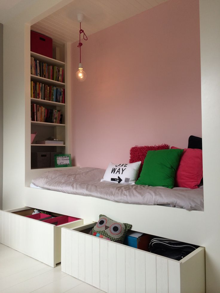 Kleine slaapkamer. Slim opbergen!