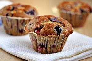 Muffins met gemengde bessen, glutenvrij