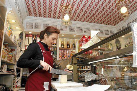 El colmado 'gourmet' del Archiduque   Baleares   EL MUNDO #lapajarita #palma #mallorca #tradition #gourmet #delicatessen #goodfood