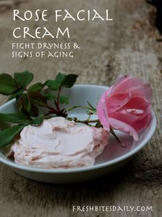 A luxurious homemade rose facial cream to fight off dryness and aging (in a recipe from India)