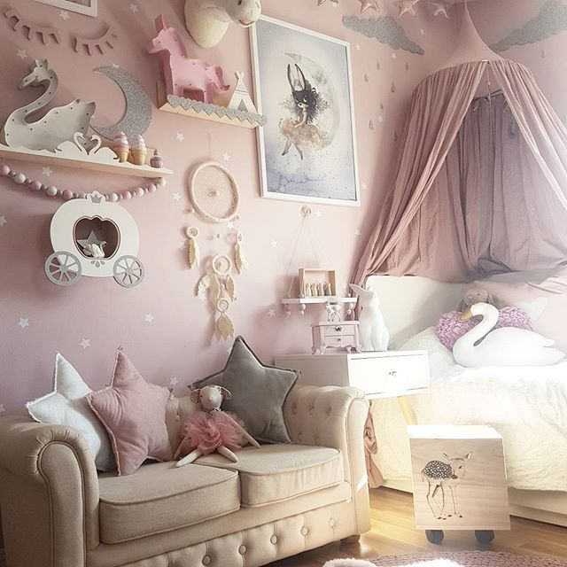 ~ Girlsroom ~ Ønsker dere alle en nydelig Søndag  @preciouskids.no #preciouskids #drømmefanger #dreamcatcher #gamcha #spons @mimmisno #mimmis #bloomingvillemini #oppbevaringskasse @thatsmine.dk #svanehylle #hjertehylle #veggdekor @miniroom.se #mrsmighetto #spons @laloviekids #ballerinamus @lirumlarumleg #numero74 #stjerneputer #canopy @raaliving #raaliving #nightlight @littlegrey.se #littlegreyse #hylle #tipi #barnerom #kidsplayroom #kidsroom #kidsfashion #kidsstyle #inspiration #interior…