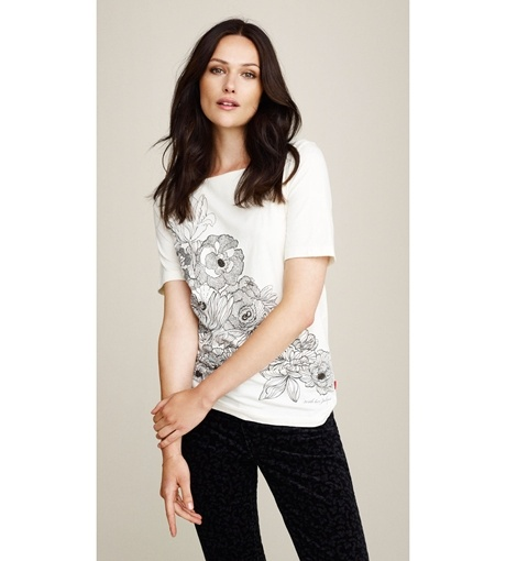 Be 100% organic and add a simple, feminine look to your wardrobe with this monochrome printed Jackpot t-shirt.