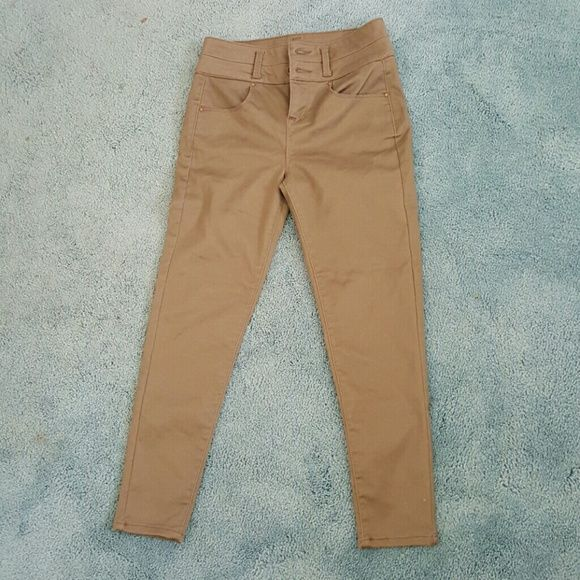 Olive skinny fit pants Olive colored skinny pants...NEVER WORN! Slightly high waisted size 3 Pants Skinny