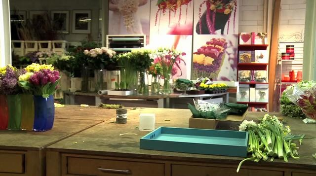 One of the most innovative florists in the world, Paula Pryke, introduces herself, her new book and her studio. She also demonstrates a creative floral arrangement.    www.paula-pryke-flowers.com/