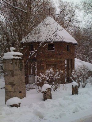 Abandoned building, Allen Park Drive, just across the street of Westminster College in Salt Lake City, Utah.