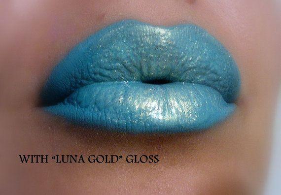 Lip Contour blauw / Liner / verf blauwe kleur door FierceMagenta