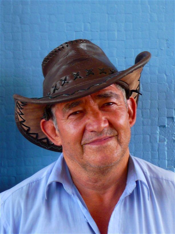 Chile-Arica, Obliging man posing in hat