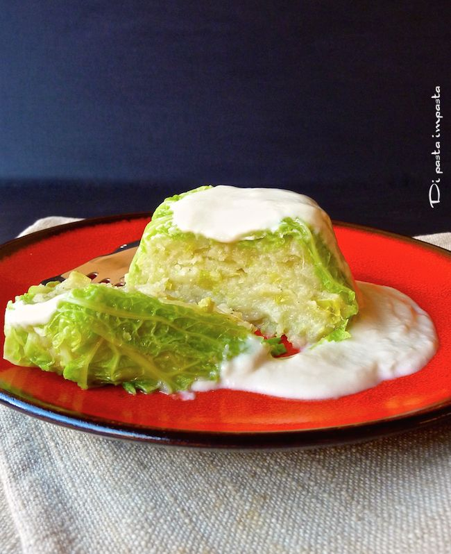 Di pasta impasta: Sformatini di verza con patate e porro, serviti con una gustosa crema di formaggio