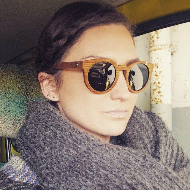 La twingo ! voiture de mon adolescence ...  #ootd #echarpe #doudou #plaid #esprit #sunglasses  #ozed #oz #bamboo #veste #poncho #laine #zara #remember #twingo #adolescence #green #car #voiture #playmobile #arles #city #picoftheday #hair #tresse #bambou