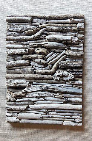 Cuadro decorativo confeccionado con palos recolectados de riberas de ríos y lagos