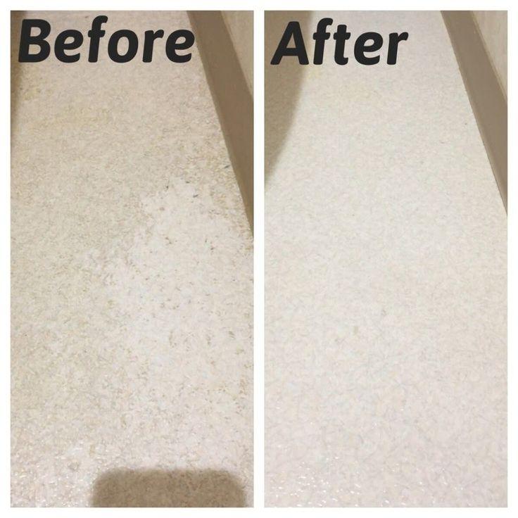 今回使用したのはリンレイの「オール床クリーナー」です。  薄めて使えば普段の床掃除に、原液で使えば古いワックスはがしができるというものです。  ワックス剥離剤というと難しそうなイメージですが使い方は簡単です。 床に原液を伸ばし数分放置します。その後歯ブラシ等で擦ります。あとは水拭きを数回繰り返すだけで完了!あっという間にキレイになりました。  使用の際は材質をご確認の上お願い致します。