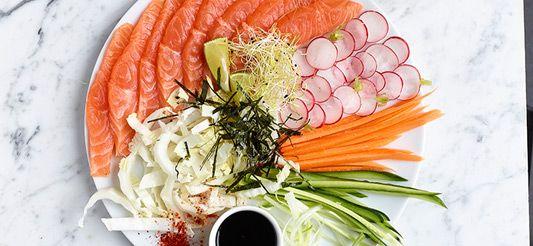 Salade van zalm en gemarineerde groenten