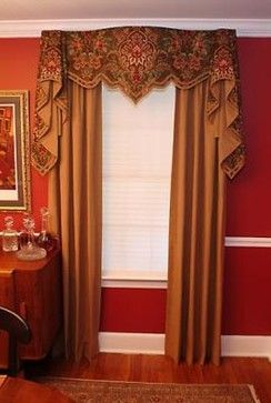 Want to create a regal look? Use  a mix of reds and golds!