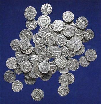 Het Rijksmuseum van Oudheden heeft in 2012 een bijzondere zilveren muntschat uit de Vroege Middeleeuwen aangekocht. Het gaat om zeventig vroegmiddeleeuwse zilveren munten die in 2011 zijn gevonden in de buurt van Cothen (provincie Utrecht). Ze zijn te dateren rond 730 na Chr.